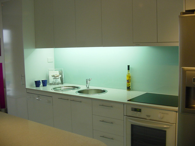 2336483202ae6ef21splashbacks15